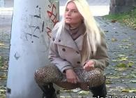 Mujeres alemanas orinando en medio de la calle