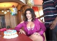 Angelina Castro se da un festín de sexo por su cumpleaños
