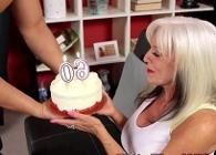 Celebra su 60 cumpleaños follando con un profesional del sexo