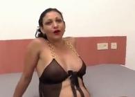 Choni española se mete en el porno para follar con profesionales