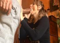 Deja la limpieza para otro momento y deja que su marido le rompa el culo