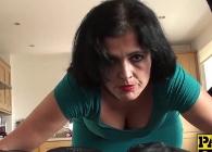 Montse Swinger sometida sexualmente por la boca y por el culo