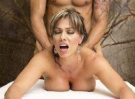Esperanza Gomez recibe un masaje muy relajante con final feliz
