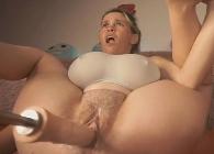 Una hora de orgasmos con su nueva máquina folladora