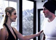 Milf tetona engaña a su marido con un joven atleta