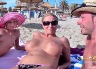 Se monta un buen trío con dos milf que conoció en la playa