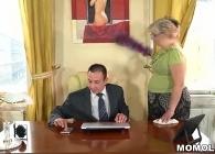 La señora de la limpieza también se encarga de su salud sexual