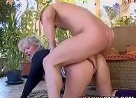 Un vecino la espía mientras ella se masturba en terraza